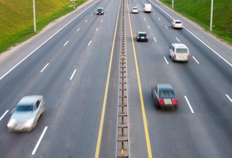 Αυτοκίνητα σε έναν δρόμο στοκ φωτογραφία με δικαίωμα ελεύθερης χρήσης