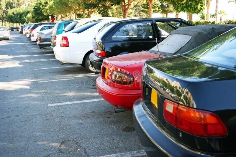Αυτοκίνητα στο χώρο στάθμευσης στοκ φωτογραφία