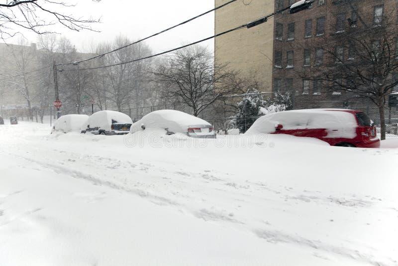 Αυτοκίνητα χιονιού burries στη χιονοθύελλα Ιωνάς στο Bronx Νέα Υόρκη στοκ εικόνες με δικαίωμα ελεύθερης χρήσης