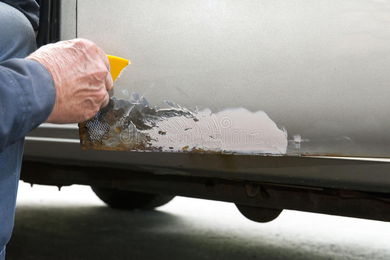 Αυτοκίνητο ή αυτόματη επισκευή, σκουριά μετάλλων και χρώμα αποφλοίωσης στοκ φωτογραφία