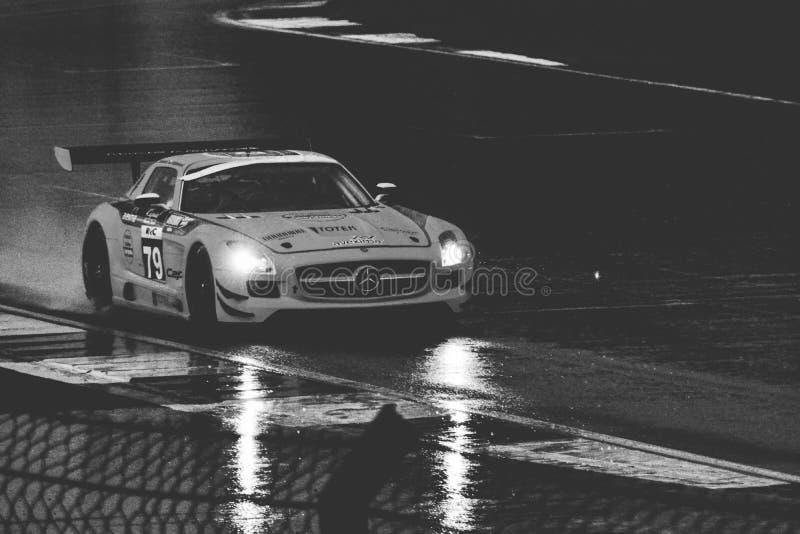 Αυτοκίνητο και βροχή στοκ φωτογραφίες