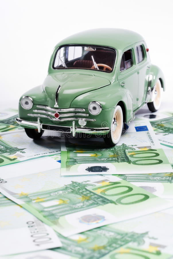 Αυτοκίνητο με τα χρήματα στοκ φωτογραφίες