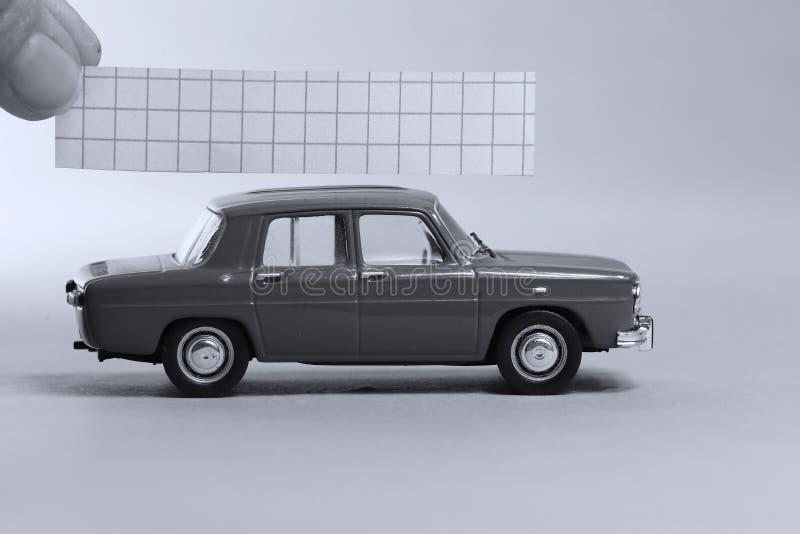 Αυτοκίνητο με την κενή σημείωση ανωτέρω στοκ φωτογραφίες