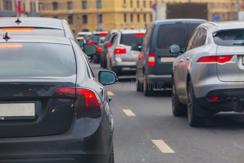 Αυτοκίνητο σε μεγάλη κυκλοφοριακή συμφόρηση στοκ εικόνες