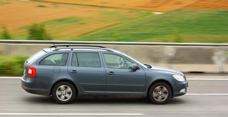 Αυτοκίνητο στην εθνική οδό στοκ φωτογραφίες