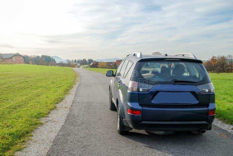 Αυτοκίνητο στο δρόμο στοκ εικόνες με δικαίωμα ελεύθερης χρήσης