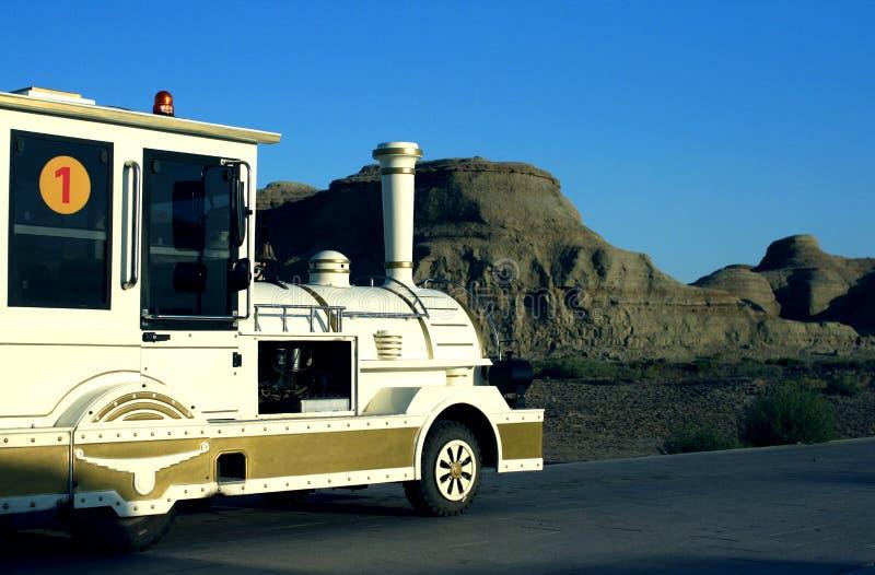 αυτοκίνητο τουριστών της πόλης διαβόλων Karamay στοκ εικόνες με δικαίωμα ελεύθερης χρήσης