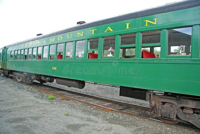 Αυτοκίνητο τραίνων στην πράσινη ΑΜ RR στοκ φωτογραφία με δικαίωμα ελεύθερης χρήσης