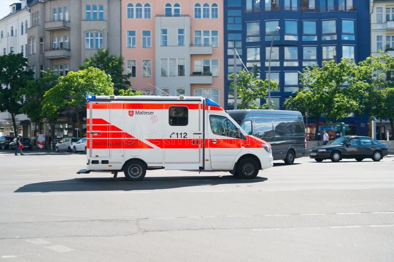 Αυτοκίνητο υπηρεσιών ιατρικού τμήματος στοκ φωτογραφία με δικαίωμα ελεύθερης χρήσης
