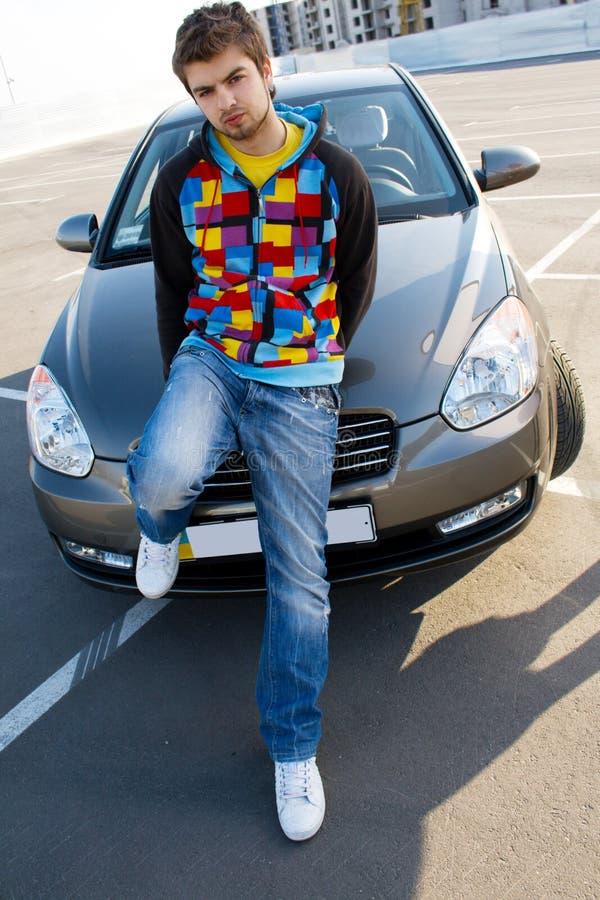 αυτοκίνητο όμορφο το άτομ στοκ φωτογραφία με δικαίωμα ελεύθερης χρήσης