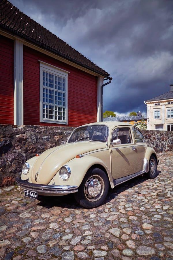 Αυτοκίνητο Oldtimer στην παλαιά πόλη στοκ φωτογραφία