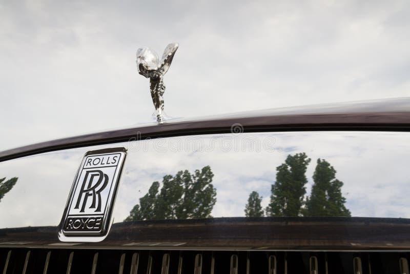 Αυτοκίνητο Rolls-$l*royce Wraith coupe με το πνεύμα του εμβλήματος Ecstasy - η ισχυρότερη Rolls-$l*royce στην ιστορία στοκ φωτογραφία με δικαίωμα ελεύθερης χρήσης