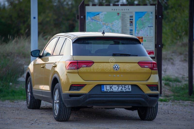 Αυτοκίνητο SUV μικρού μεγέθους Volkswagen T-Roc στοκ εικόνες