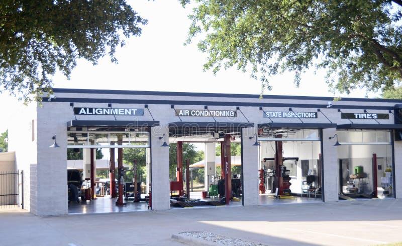 Αυτοκινητικό κατάστημα επισκευής και συντήρησης στοκ φωτογραφίες