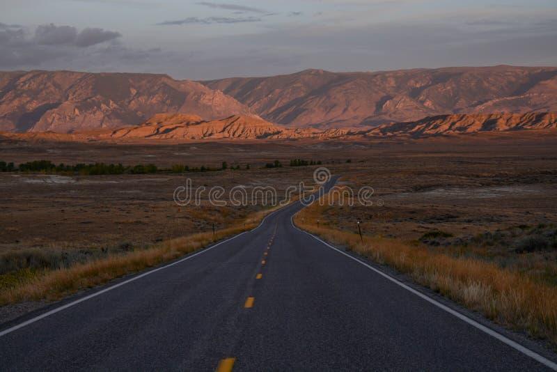 Αυτοκινητόδρομος 294 Βορειοδυτικά του Πάουελ Γουαϊόμινγκ στοκ εικόνες