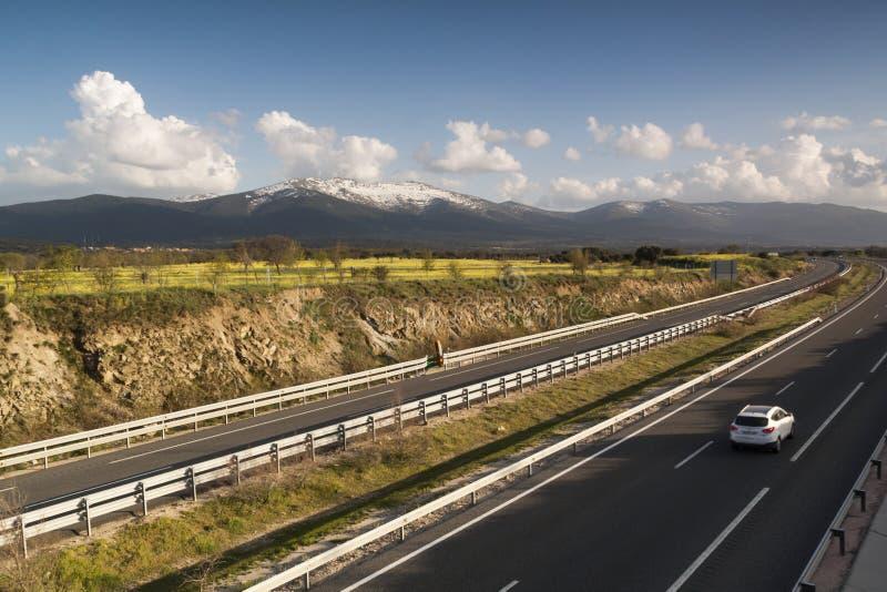 Αυτοκινητόδρομος AP-61 Μαδρίτη-Segovia Ισπανία Λίγα οχήματα στοκ φωτογραφίες με δικαίωμα ελεύθερης χρήσης