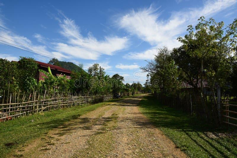 Αυτοκινητόδρομος στην άγρια περιοχή, autobahn στην επαρχία στοκ εικόνες
