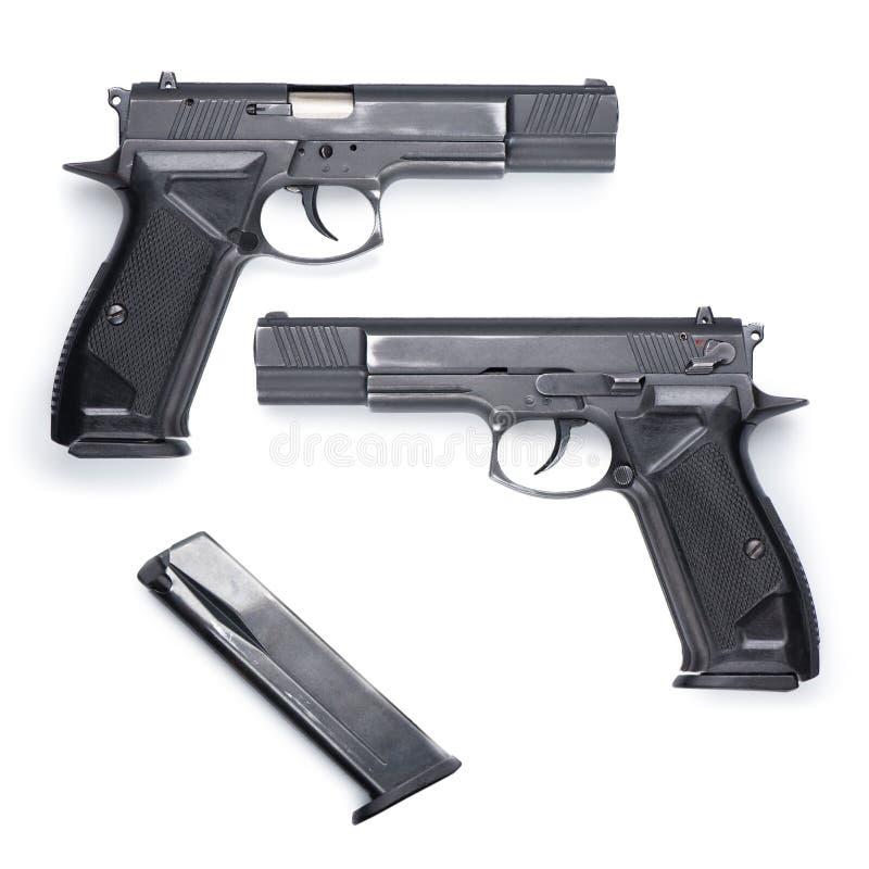 Αυτόματο πιστόλι με το συνδετήρα στο λευκό στοκ εικόνα