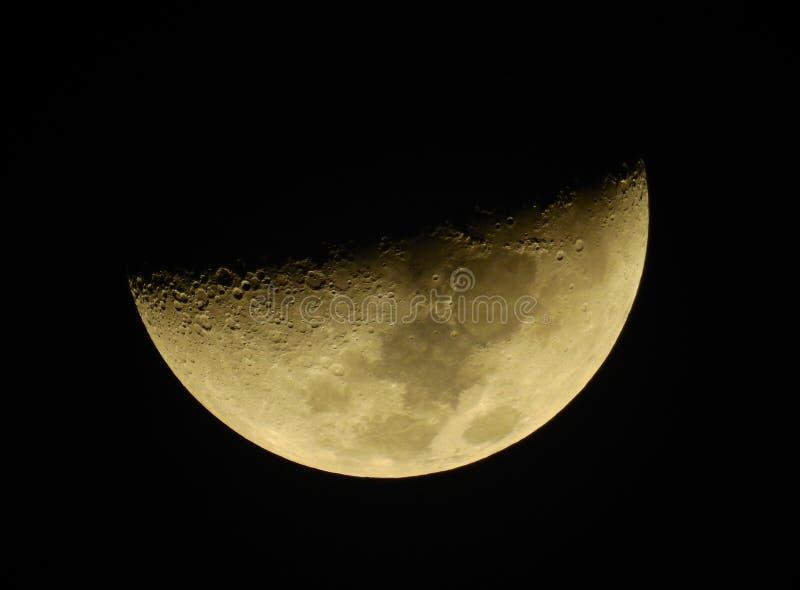 Αυτό είναι το μισό φεγγάρι στη νύχτα στοκ εικόνα