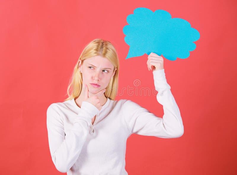 Αυτό που είναι στο μυαλό της Λάβετε την απόφαση Ο υπαινιγμός και υπαινίσσεται έννοια Διάστημα απόφασης και αντιγράφων σκέψεων Κορ στοκ εικόνα με δικαίωμα ελεύθερης χρήσης