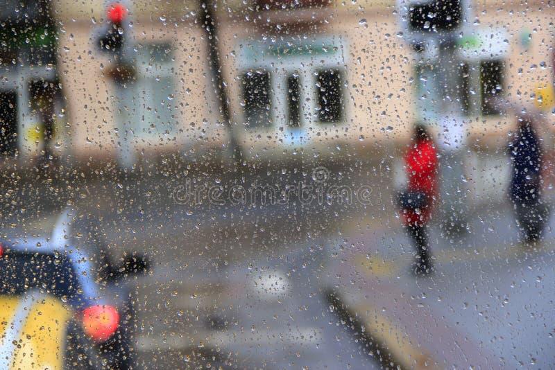 Αυτό ` s που βρέχει πίσω από το παράθυρο στοκ φωτογραφίες με δικαίωμα ελεύθερης χρήσης