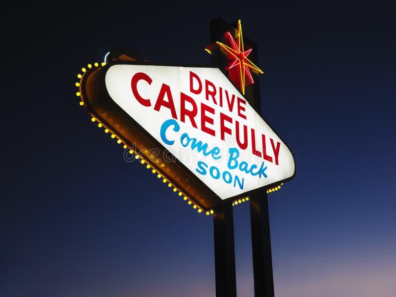 Αφήνοντας το σημάδι του Λας Βέγκας τη νύχτα στοκ φωτογραφία με δικαίωμα ελεύθερης χρήσης