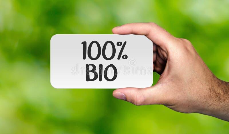 Αφίσσα εκμετάλλευσης χεριών με τη λέξη ` 100% ΒΙΟ ` Βιο έννοια στοκ εικόνα