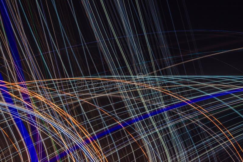 Αφηρημένες φωτεινές πολύχρωμες καμμένος γραμμές και καμπύλες απεικόνιση αποθεμάτων
