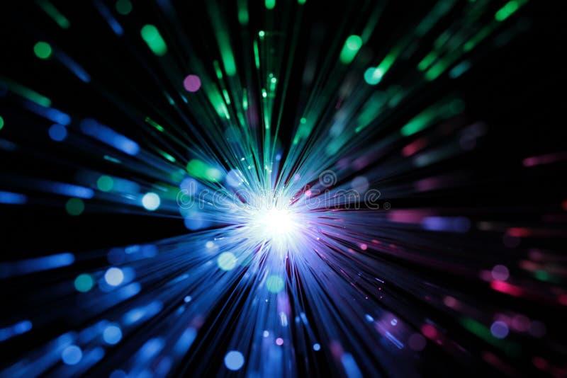 Αφηρημένη άποψη των πολύχρωμων οπτικών ινών ως υπόβαθρο στοκ φωτογραφίες