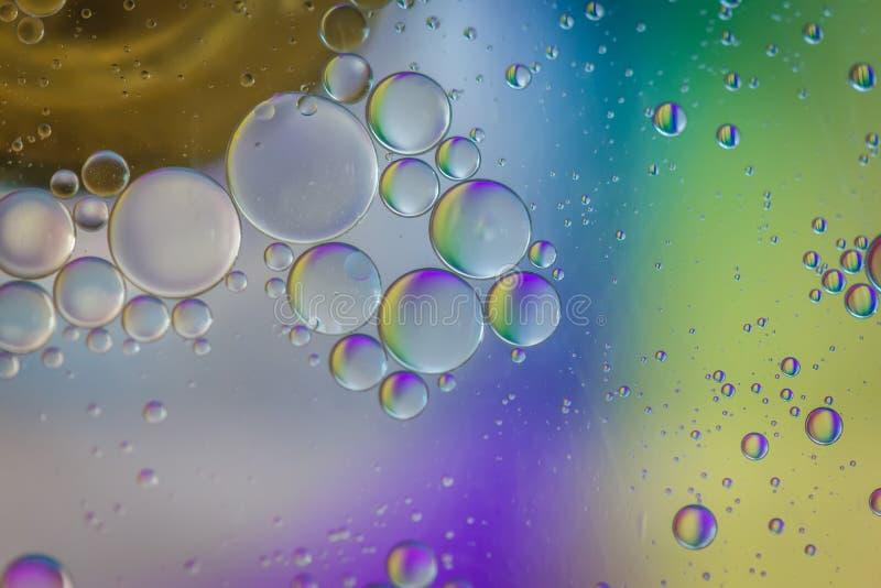 Αφηρημένη εικόνα υποβάθρου ουράνιων τόξων που γίνεται με το έλαιο, το νερό και το σαπούνι στοκ φωτογραφία με δικαίωμα ελεύθερης χρήσης