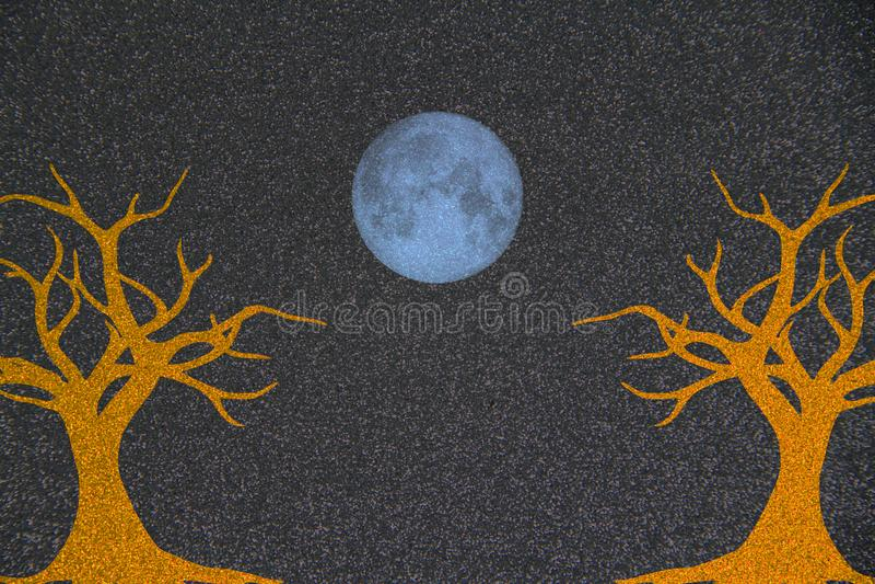 Αφηρημένη εικόνα υποβάθρου πτώσης των δέντρων με ένα μπλε φεγγάρι στοκ εικόνα