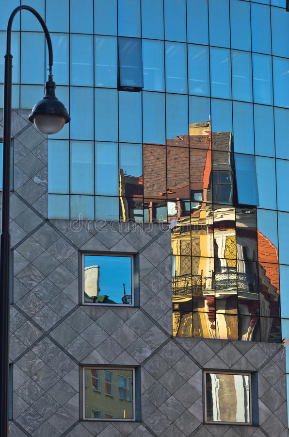 Αφηρημένη εικόνα ως αντανάκλαση των παλαιών κτηρίων ύφους σε ένα γυαλί του σπιτιού Haas κεντρικός της Βιέννης στοκ φωτογραφίες με δικαίωμα ελεύθερης χρήσης