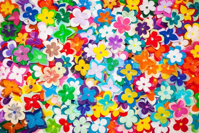 Αφηρημένη σύσταση των ανακυκλωμένων πλαστικών λουλουδιών. στοκ εικόνα