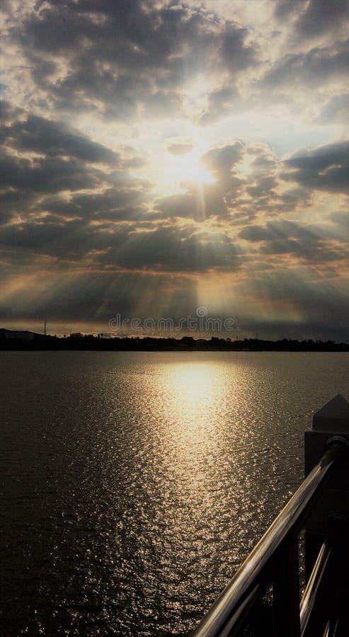 αφηρημένος θερινός ήλιος άνοιξης ακτίνων ανασκοπήσεων στοκ εικόνα με δικαίωμα ελεύθερης χρήσης