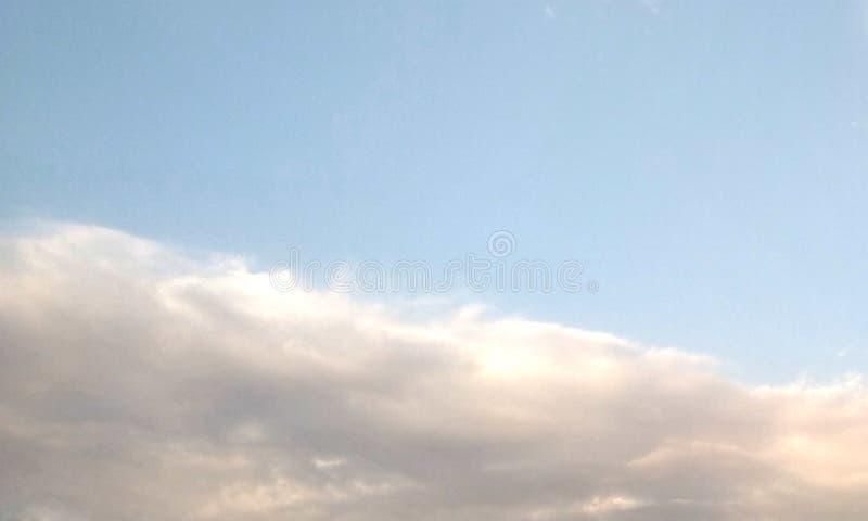 Αφηρημένος καπνός hookah σε ένα μαύρο υπόβαθρο στοκ φωτογραφία
