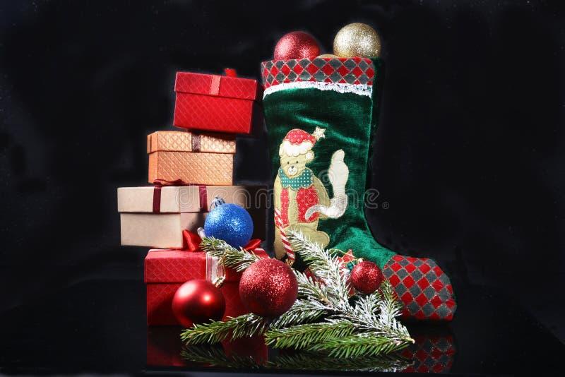 αφηρημένο ανασκόπησης Χριστουγέννων σκοτεινό διακοσμήσεων σχεδίου λευκό αστεριών προτύπων κόκκινο Ημερολόγιο εμφάνισης και παπούτ στοκ εικόνες με δικαίωμα ελεύθερης χρήσης