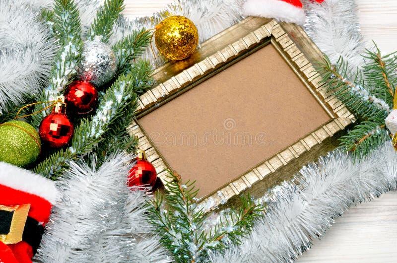 Download αφηρημένο ανασκόπησης Χριστουγέννων σκοτεινό διακοσμήσεων σχεδίου λευκό αστεριών προτύπων κόκκινο Κλαδίσκος πεύκων με Serpentine Στοκ Εικόνα - εικόνα από καραμέλες, ξέν: 62700947