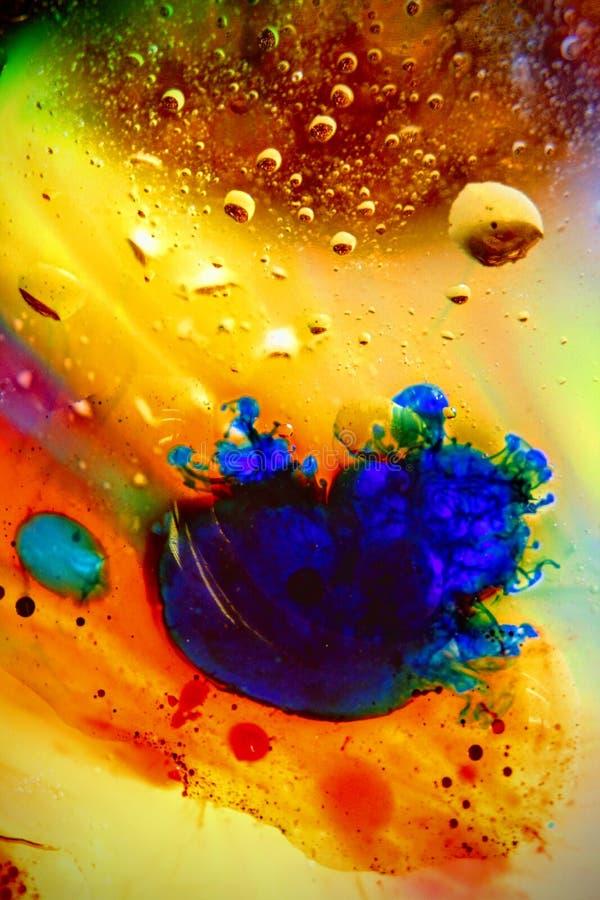 Αφηρημένο ζωηρόχρωμο πετρέλαιο υποβάθρου στον αφρό επιφάνειας νερού του σαπουνιού με τη μακρο πυροβοληθείσα κινηματογράφηση σε πρ στοκ φωτογραφίες με δικαίωμα ελεύθερης χρήσης