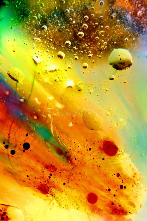 Αφηρημένο ζωηρόχρωμο πετρέλαιο υποβάθρου στον αφρό επιφάνειας νερού του σαπουνιού με τη μακρο πυροβοληθείσα κινηματογράφηση σε πρ στοκ εικόνες