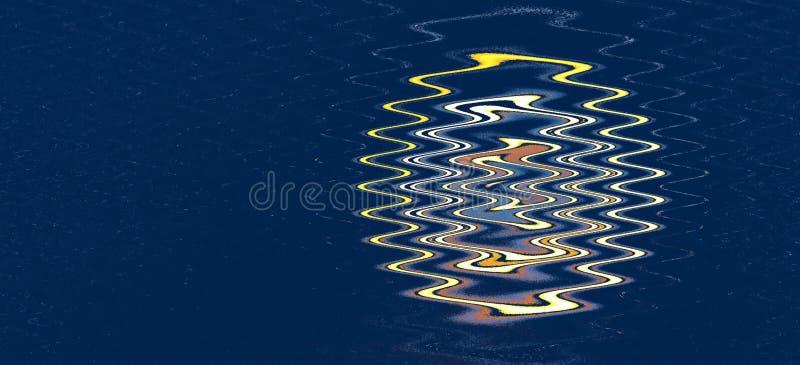 Αφηρημένο κυματιστό σχέδιο πέρα από το σκούρο μπλε υπόβαθρο στοκ φωτογραφία με δικαίωμα ελεύθερης χρήσης