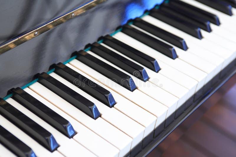 αφηρημένο πιάνο πληκτρολογίων κινηματογραφήσεων σε πρώτο πλάνο ανασκόπησης στοκ εικόνα με δικαίωμα ελεύθερης χρήσης