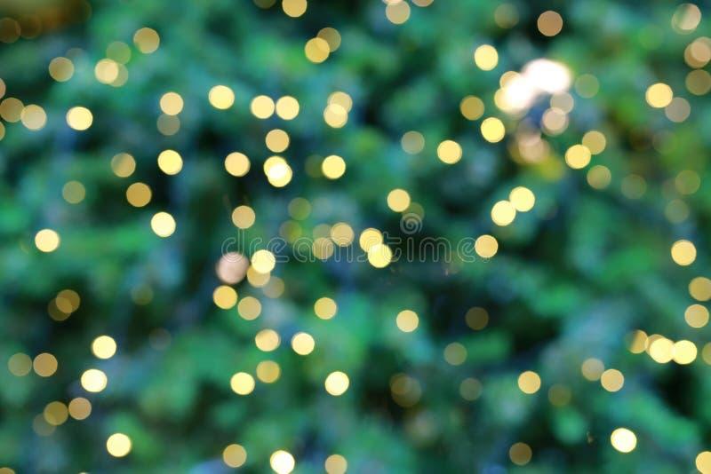 Αφηρημένο πράσινο υπόβαθρο Χριστουγέννων με τα φω'τα bokeh στοκ εικόνες