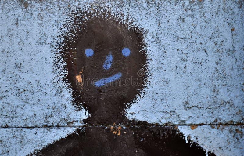 αφηρημένο πρόσωπο στο υπόβαθρο τσιμέντου, ελαιούχο ξύλινο χρώμα χρησιμοποιούμενο στοκ φωτογραφία με δικαίωμα ελεύθερης χρήσης