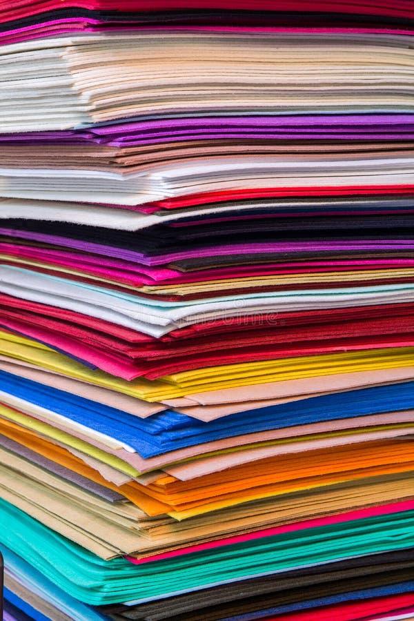 Αφηρημένο υπόβαθρο, σωρός των χρωματισμένων στρωμάτων αισθητός στοκ εικόνα με δικαίωμα ελεύθερης χρήσης