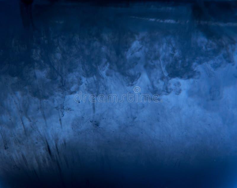 Αφηρημένο υπόβαθρο του μελανιού στο νερό στοκ φωτογραφίες