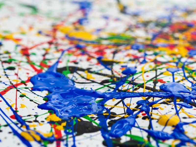 Αφηρημένο expressionism δημιουργικό υπόβαθρο τέχνης τέχνη των παφλασμών και των σταλαγματιών κόκκινο μαύρο πράσινο κίτρινο μπλε χ στοκ εικόνες