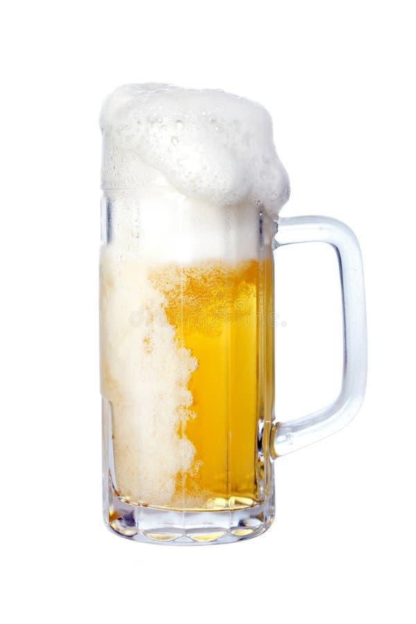 Αφρίζοντας μπύρα στοκ εικόνα με δικαίωμα ελεύθερης χρήσης