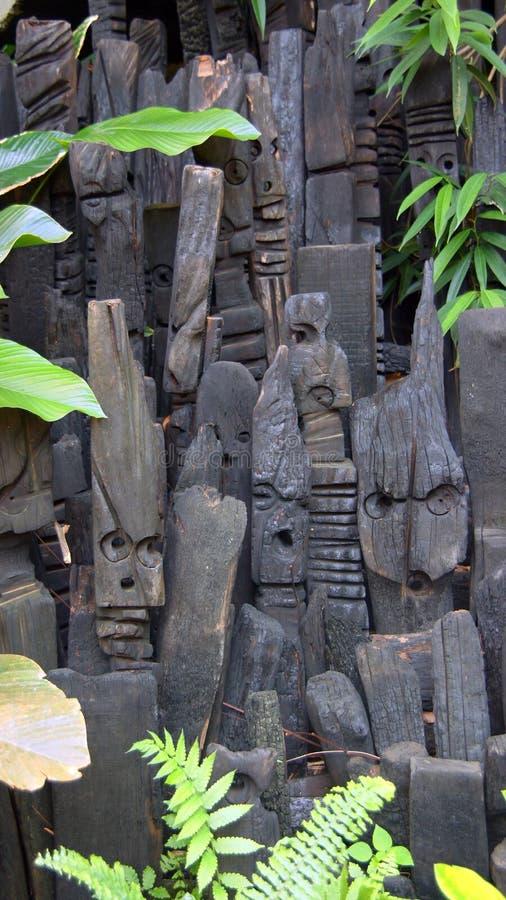 Αφρικανικά ξύλινα γλυπτά προγράμματος Ίντεν στο ST Austell Κορνουάλλη στοκ φωτογραφία με δικαίωμα ελεύθερης χρήσης