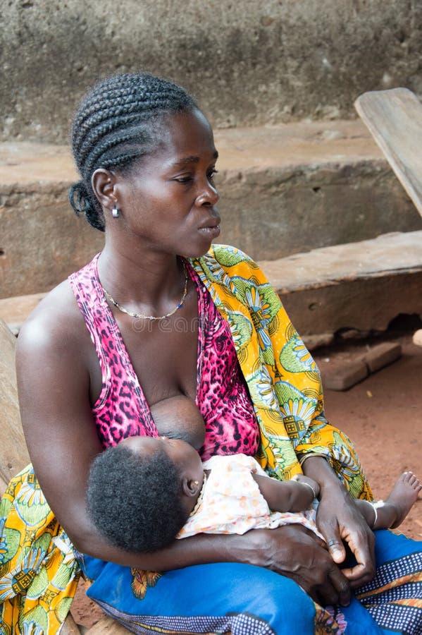 Αφρικανική γυναίκα και το μωρό της στοκ φωτογραφίες με δικαίωμα ελεύθερης χρήσης