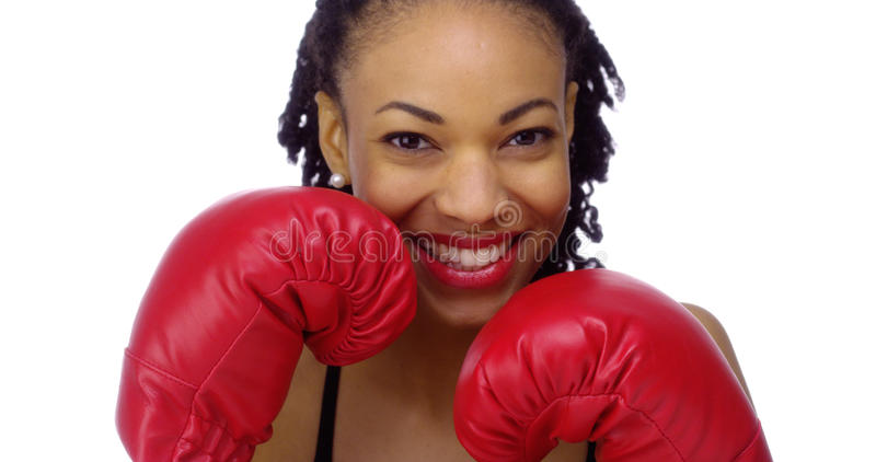 Αφρικανική γυναίκα που φορά τα εγκιβωτίζοντας γάντια στοκ φωτογραφία με δικαίωμα ελεύθερης χρήσης